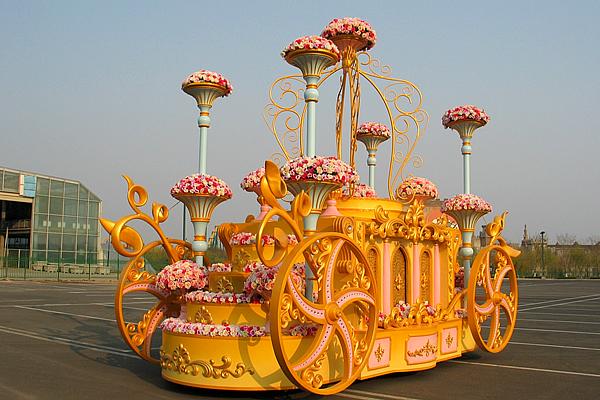 游乐园花车
