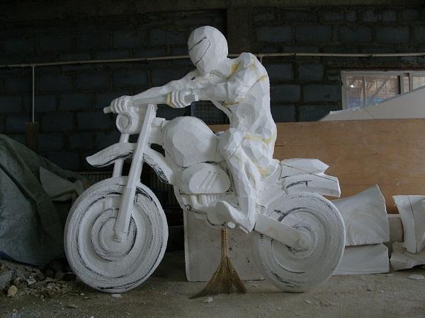 泡沫雕塑浅析玻璃钢雕塑的优点